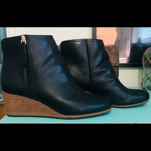 NWOT***Walk on air in these Dr. Scholl's boots